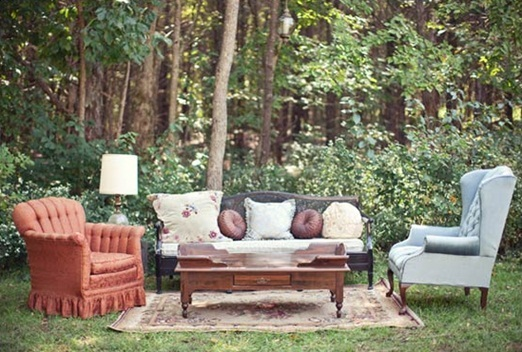 eclectic_outdoor_wedding_seating