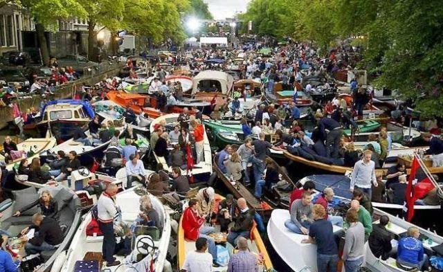 Boat-Traffic-Jam